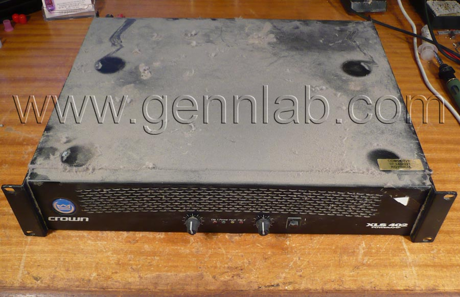 CROWN XLS402 Power Amplifier. Front, top.
